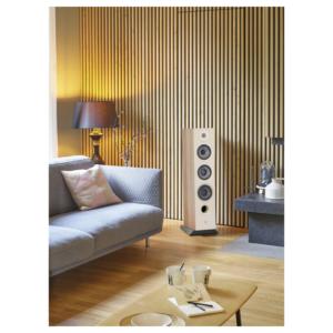 Chora-826-licht-hout-in-een-slaapkamer