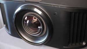 JVC-RS3000-lens