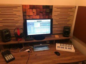 Perfect akoestisch geluidsabsorberend paneel in een kleine huisstudio