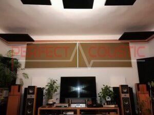 akoestisch paneel op het plafond van de bioscoopzaal (3)