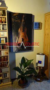 fényképes akusztikai panel a szekrény melett