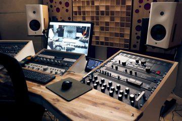 Wat is de rol van een akoestische diffuser?