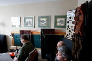 -Corner akoestisch paneel foto:-Hardhout log akoestische diffuser