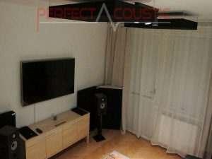 zwarte-plafondpanelen-in-een-slaapkamer